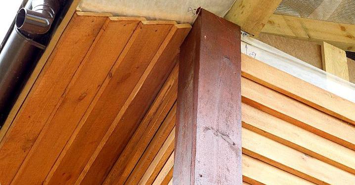 Подшивка карниза крыши доской