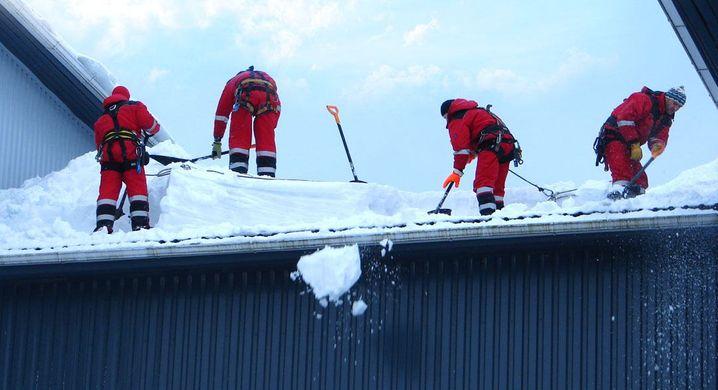 Уборка снега и наледи с крыш